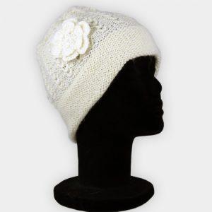 Bonnet couleur crème avec fleur